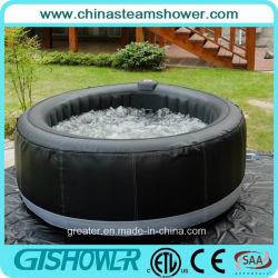 La vasca calda della STAZIONE TERMALE esterna fredda commerciale di massaggio con aria scaturisce (pH050011)