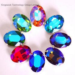 De Parels van de Bergkristallen van het kristal met de Klauw van het Metaal