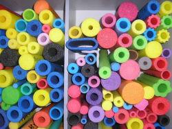 أنابيب عائمة ملونة لحمام السباحة