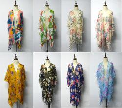 La stampa del reticolo di fiore di estate Multi-Porta lo scialle della spiaggia delle donne del merletto della balza del cardigan