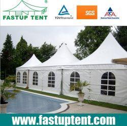 Пагода палатку рядом с бассейном