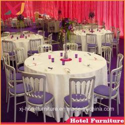宴会のためのナポレオンまたは館の贅沢な結婚の椅子かレストランまたはホテルまたはホーム