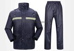 Op maat gekapte waterbestendige werkkleding met reflecterende tape, 190t Polyester met PVC-coating Raincoat