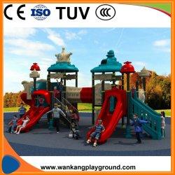 De Apparatuur van de Speelplaats van kinderen met het Kostuum van het Thema van het Ruimtestation om Grond week-A191220A te spelen