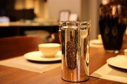 Gli eleganti portacandele LED con glitter Shining Party, adatti per matrimoni, decorazioni natalizie, feste