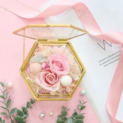 Jolie rose fleur rose en métal en boîte de verre