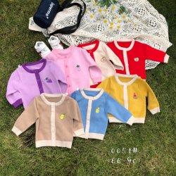 Un bébé de couleurs multiples Sweater Coat des filles. en stock