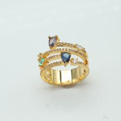 宝石用原石または黄銅を持つ女性または金の総合的な石が付いている銅のための銀製のリングはめっきした