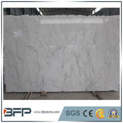 China Natural gran losa de mármol blanco de Carrara con bordes al azar