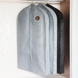 La fábrica de ropa al por mayor de traje no tejido Bolsa vestido de la cubierta de almacenamiento con ventana transparente plegable