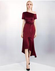 高品質サテンセクシー女性ラグーレワイン 1 ショルダー不均一 ファッションレディースワンピースとベルト