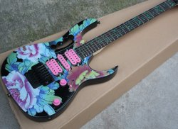シャクヤクパターン、Floydローズが付いている青いエレキギター
