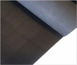 Объем продаж на заводе цветных против скольжения мелкий рубчик лист/ мелкий рубчик из гофрированного картона промышленности без пробуксовки колес резиновый коврик Коврик Лист резины