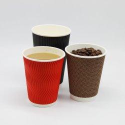 Wegwerpbeker en koffie met Deksels