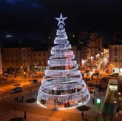 Artificial gigante árbol de Navidad iluminado espiral X-Mas árbol con luces LED Cinta de opciones para la Decoración Navideña
