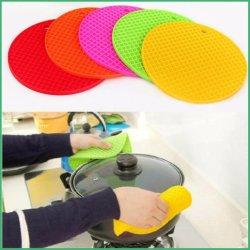 A China de borracha de silicone personalizada de fábrica forno tapete isolante térmico de mesa para utensílios de cozinha