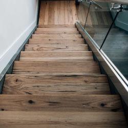 階段のアンティーク階段柱スチールハンドレール