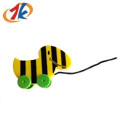 Les articles promotionnels Cute jouet en plastique avec des roues et de la corde
