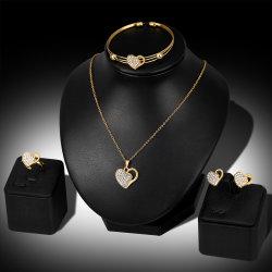 La lega della collana di modo ha intarsiato il cuore del diamante insieme dei monili delle quattro parti