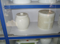 Funeral de mármol blanco de cremación urnas SF-002 sencillo diseño para jardín Cremetery