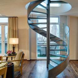 Construção de Villa Design Espiral escadas com piso de madeira sólida