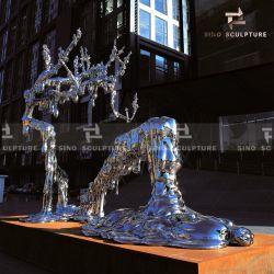 景色の表面ミラーの磨かれたステンレス鋼の彫刻