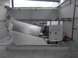 기름 진창 처리를 위한 소용돌이 모양 나사 여과 프레스 탈수 기계