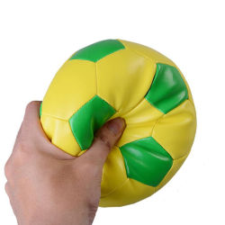 Prix bon marché PVC ou en cuir synthétique de PU Couleur personnalisée et le logo de surface écologique PP Coton ballon de soccer jouet en peluche
