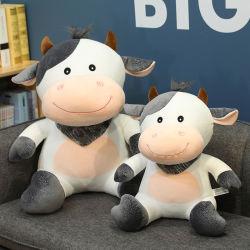 Kawaii Vache en peluche Jouets Animaux en peluche de bovins laitiers Plushie doux avec une écharpe Doll de jouets pour enfants filles Cadeaux d'anniversaire