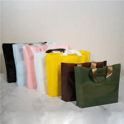Boucle de doux personnalisé de haute qualité de la poignée sac de magasinage en plastique avec logo personnalisé