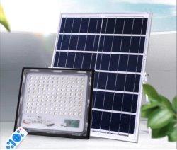مصباح LED بقدرة 320 واط يعمل بالطاقة الشمسية، ضوء غامرة يعمل بالطاقة الشمسية، مع وحدة تحكم عن بُعد