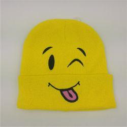 Мультфильм Beanie Red Hat и красочными Beanie с тонкими штрихами Beanie