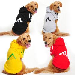 겨울 개는 거친 골든 리트리버 Labrador를 위한 캐시미어 천 스웨터를 입는다