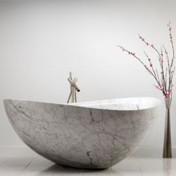 支えがない浴槽の自然な石造りの白いカラーラのカスタマイズされた固体大理石の浴槽