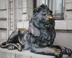 庭の屋外の装飾の青銅のライオンの彫像動物の彫刻