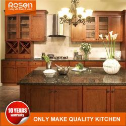 Los armarios de cocina de alta calidad de madera maciza con encimera de cuarzo