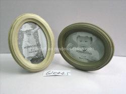 Moldura Fotográfica de madeira oval com acabamento angustiante