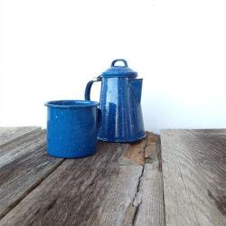 Ustensiles de cuisine de plein air de la Porcelaine 2.1L personnalisé de l'émail métal Camping Camping de pot de café Ware ensemble avec MUG