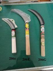 良質の木製のハンドルが付いている鋼鉄庭の鎌