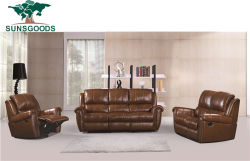 モダンなスタイルのスイベルロッキングラジーボーイベッドルームのカウチ手動リクライニング リビングルームには革張りのソファが置かれている