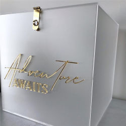 白いアクリルボックスアクリルの結婚式の収納箱の個人化された一流の結婚式の招待状ボックスイベントの装飾