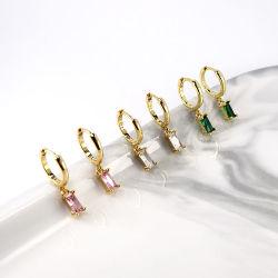 カスタム 2021 925 Sterling 銀製の Dainty の宝石類 18K 金めっき バゲット色鮮やかな石 Huggie Hoop Cubic Zirconia ドロップイヤリング