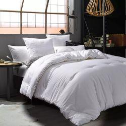 Suministro de fábrica de tejido de poliéster blanco colchas de fibra hueca para Hotel