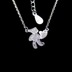 中心のおもちゃ925の純銀製の立方ジルコンの宝石類が付いている美しいテディー・ベアのネックレス