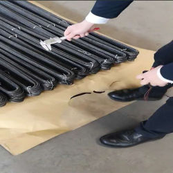 3.2 mmは3.2 mmの黒い鉄ワイヤーUタイプをロール25kg 1アニールした