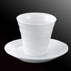 """5つの""""製陶術の白い日本の茶カップ・アンド・ソーサー"""