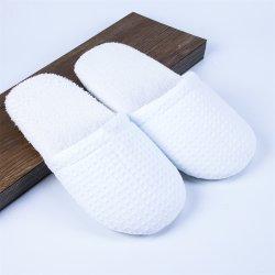 Commerce de gros hôtel pantoufles pantoufles blanc avec sac Non-Woven aucun logo