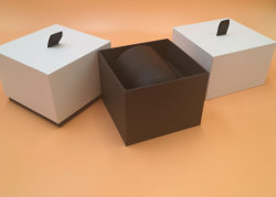 Branco e preto liso Círio de papelão de caixa com fita