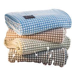 China Granero de leche con peso personalizado Big Cozy Fleece Coral Jacquard Rayas Plaids revisar las mantas para los niños al aire libre de la cama del sofá Bebé Seda Minky