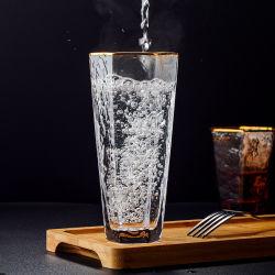 Le verre, le vent, verre, de la cuvette de l'eau, belle jeune fille, maison d'été, fille de l'eau potable, de haute valeur nominale